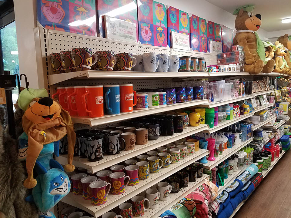 camp store showing gifts and collectibles