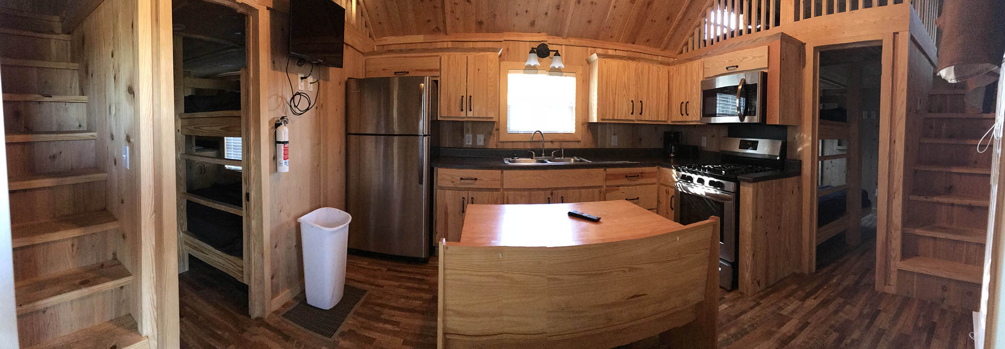 Family Lodge - Panoramic photo of kitchen area